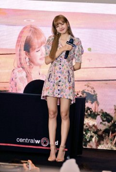 BLACKPINK LISA moonshot central world fansign event bangkok thailand 117