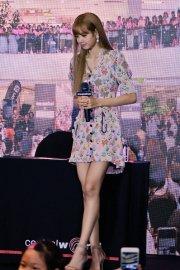 BLACKPINK LISA moonshot central world fansign event bangkok thailand 121