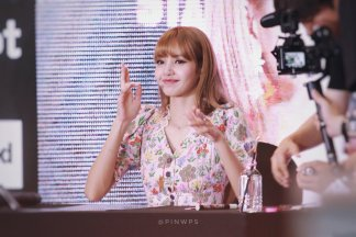 BLACKPINK LISA moonshot central world fansign event bangkok thailand 124