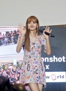 BLACKPINK LISA moonshot central world fansign event bangkok thailand 131