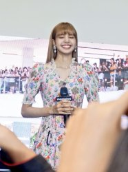 BLACKPINK LISA moonshot central world fansign event bangkok thailand 137