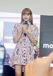BLACKPINK LISA moonshot central world fansign event bangkok thailand 138