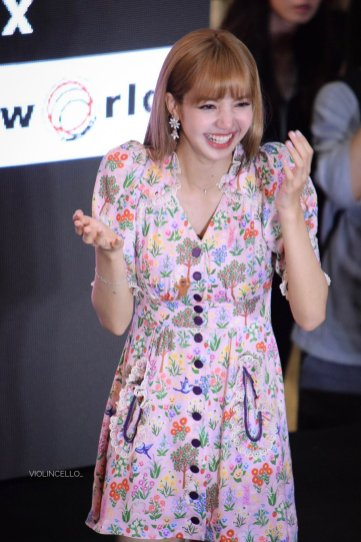 BLACKPINK LISA moonshot central world fansign event bangkok thailand 145