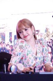 BLACKPINK LISA moonshot central world fansign event bangkok thailand 154