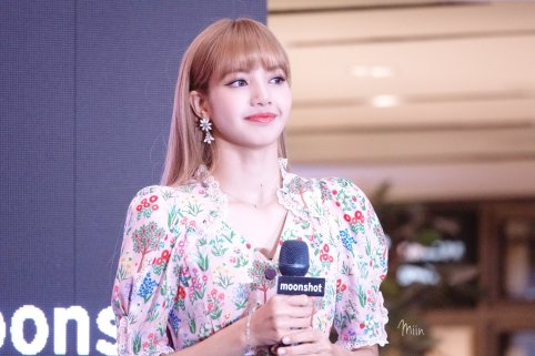 BLACKPINK LISA moonshot central world fansign event bangkok thailand 156