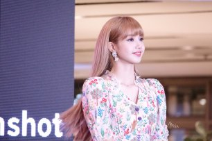 BLACKPINK LISA moonshot central world fansign event bangkok thailand 159