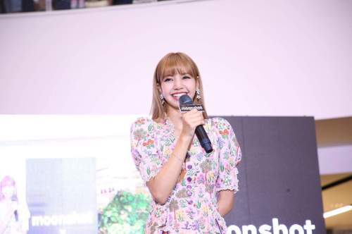 BLACKPINK LISA moonshot central world fansign event bangkok thailand 169