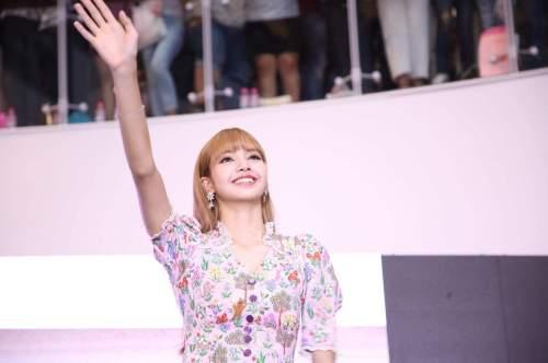 BLACKPINK LISA moonshot central world fansign event bangkok thailand 172
