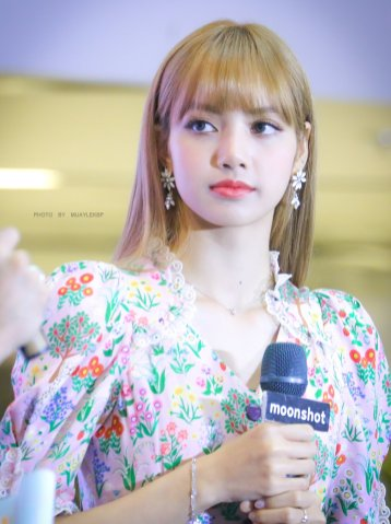 BLACKPINK LISA moonshot central world fansign event bangkok thailand 179