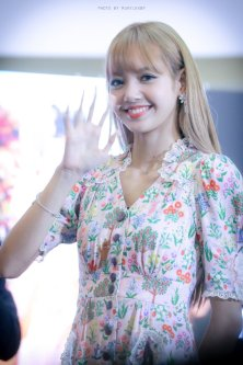 BLACKPINK LISA moonshot central world fansign event bangkok thailand 181