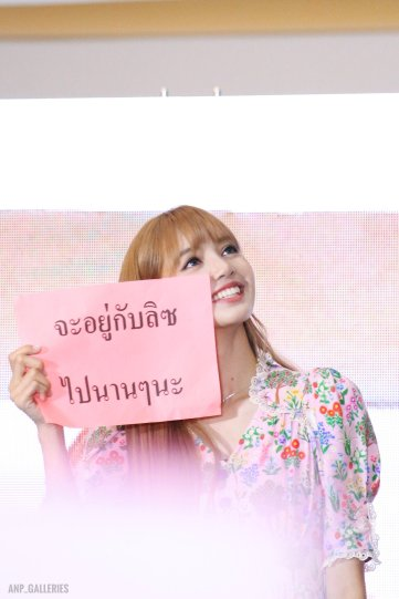 BLACKPINK LISA moonshot central world fansign event bangkok thailand 2