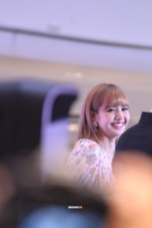 BLACKPINK LISA moonshot central world fansign event bangkok thailand 26