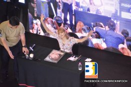 BLACKPINK LISA moonshot central world fansign event bangkok thailand 46