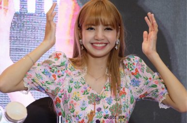 BLACKPINK LISA moonshot central world fansign event bangkok thailand 54