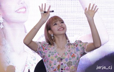 BLACKPINK LISA moonshot central world fansign event bangkok thailand 55