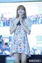 BLACKPINK LISA moonshot central world fansign event bangkok thailand 61