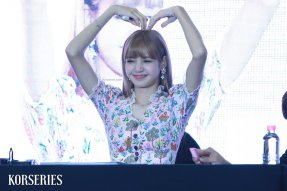 BLACKPINK LISA moonshot central world fansign event bangkok thailand 65
