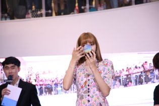BLACKPINK LISA moonshot central world fansign event bangkok thailand 72