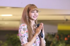 BLACKPINK LISA moonshot central world fansign event bangkok thailand 73