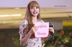 BLACKPINK LISA moonshot central world fansign event bangkok thailand 74