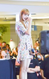 BLACKPINK LISA moonshot central world fansign event bangkok thailand 77