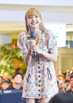BLACKPINK LISA moonshot central world fansign event bangkok thailand 79