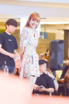 BLACKPINK LISA moonshot central world fansign event bangkok thailand 80