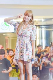 BLACKPINK LISA moonshot central world fansign event bangkok thailand 82