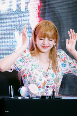 BLACKPINK LISA moonshot central world fansign event bangkok thailand 9