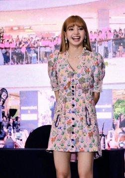 BLACKPINK LISA moonshot central world fansign event bangkok thailand 92