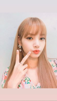 BLACKPINK LISA moonshot central world fansign event bangkok thailand Instagram 5