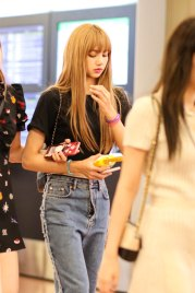 BLACKPINK-Lisa-Airport-Photo-23-August-2018-Haneda-2