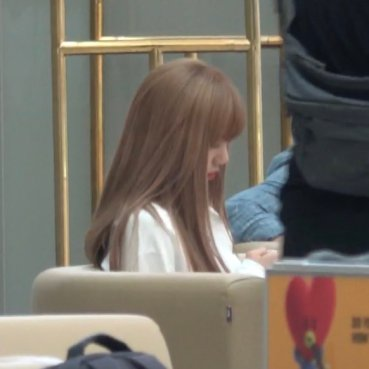 BLACKPINK Lisa Airport Photo 8 August 2018 Incheon to Jakarta Indonesia 12