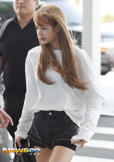 BLACKPINK Lisa Airport Photo 8 August 2018 Incheon to Jakarta Indonesia 16