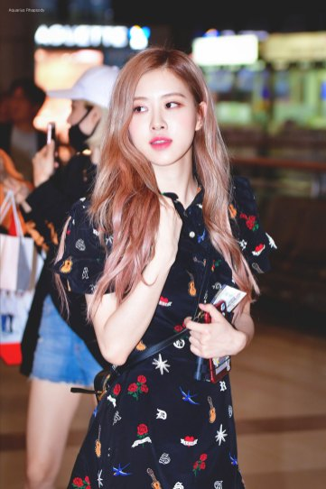 BLACKPINK-Rose-Airport-Photo-23-August-2018-Gimpo-4