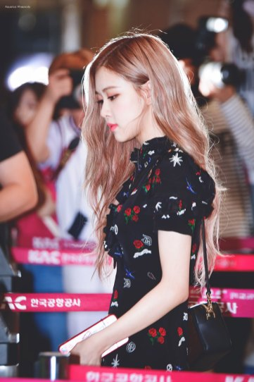 BLACKPINK-Rose-Airport-Photo-23-August-2018-Gimpo-5