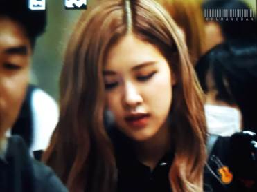 BLACKPINK-Rose-Airport-Photo-23-August-2018-Gimpo-8