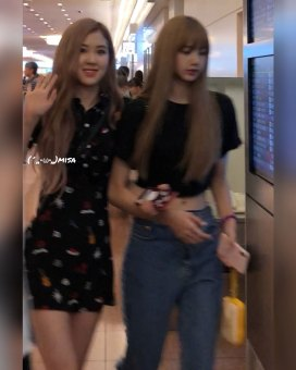 BLACKPINK-Rose-Lisa-Chaelisa-Airport-Photo-23-August-2018-Haneda-3