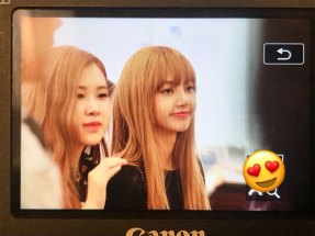 BLACKPINK-Rose-Lisa-Chaelisa-Airport-Photo-23-August-2018-Haneda