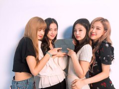 BLACKPINK-YouTube-Diamond-Play-Button-award-3