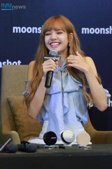 Day 1 BLACKPINK Lisa moonshot fansign event Bangkok Thailand 25