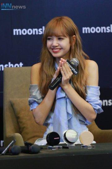 Day 1 BLACKPINK Lisa moonshot fansign event Bangkok Thailand 26