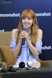 Day 1 BLACKPINK Lisa moonshot fansign event Bangkok Thailand 36