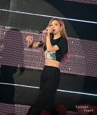 Rose-BLACKPINK-Japan-Arena-Tour-17-August-2018-Day-4-Fukuoka-2