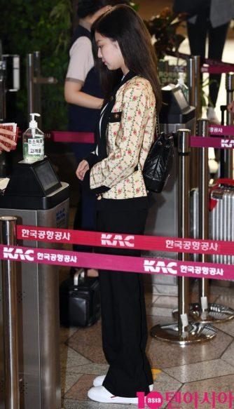 1-BLACKPINK Jennie Airport Photo 17 September 2018 Gimpo to Japan