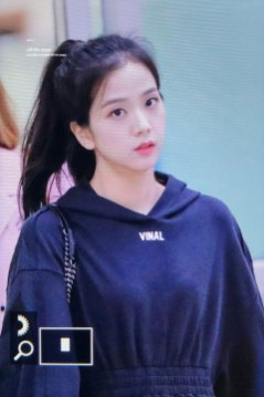 1-BLACKPINK-Jisoo-Airport-Photo-31-August-2018-Gimpo