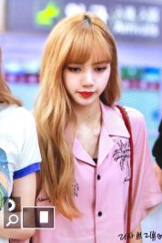 1-BLACKPINK-Lisa-Airport-Photo-31-August-2018-Gimpo
