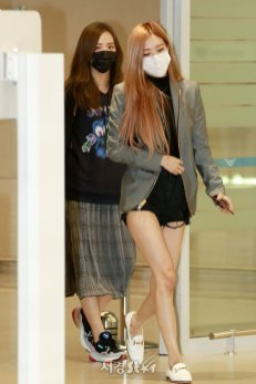 1-BLACKPINK-Rose-Airport-Photo-Incheon-Seoul-From-New-York