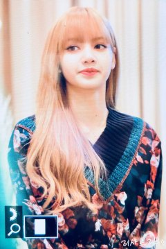 10-BLACKPINK-Lisa-Moonshot-Yoo-In-Na-Product-Launch-Event-Myeongdong