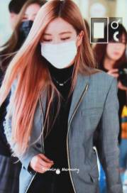10-BLACKPINK-Rose-Airport-Photo-Incheon-Seoul-From-New-York